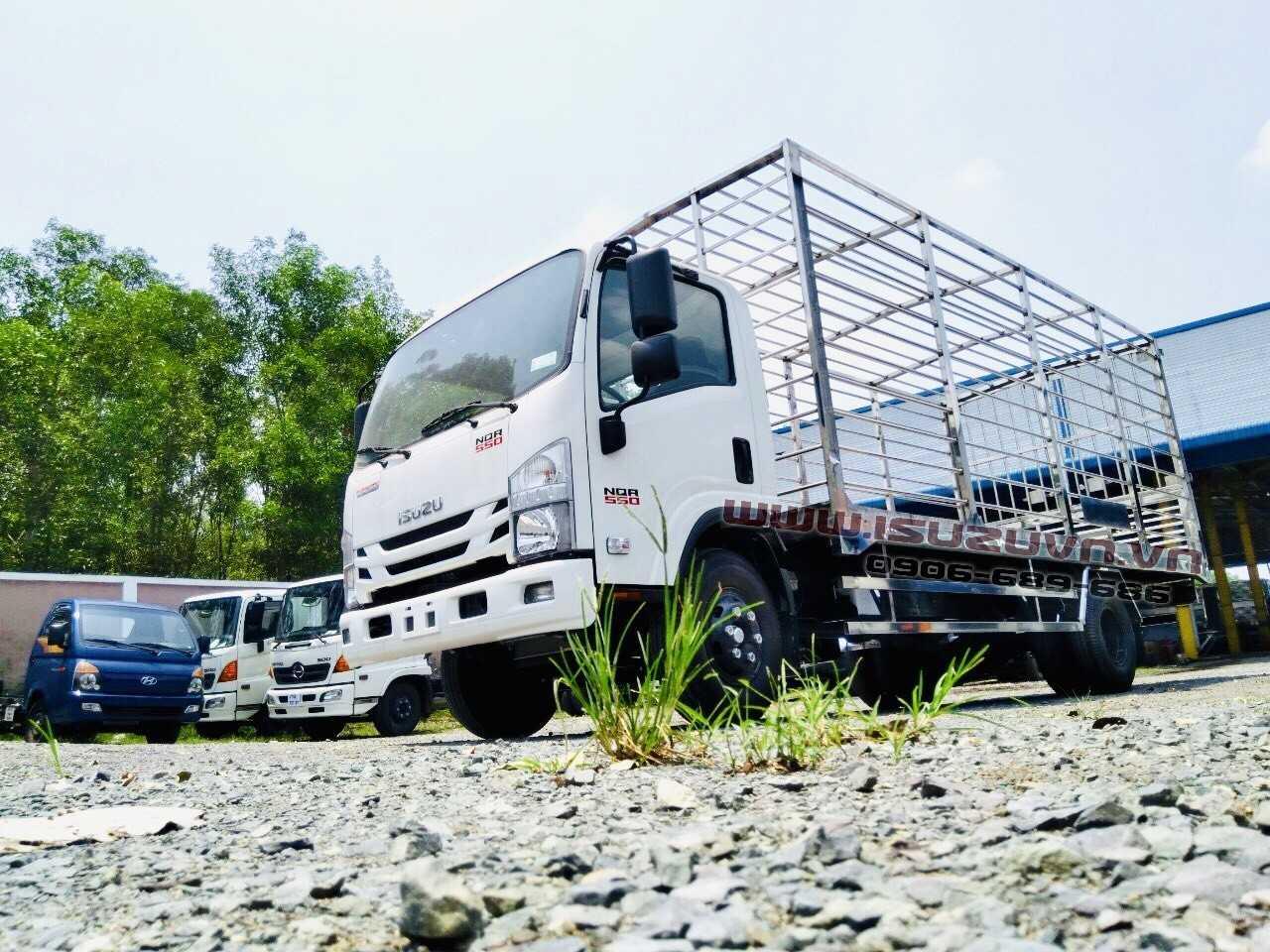 NQR75LE4__Xe thùng chở gia cầm có lồng 4600kg (2)